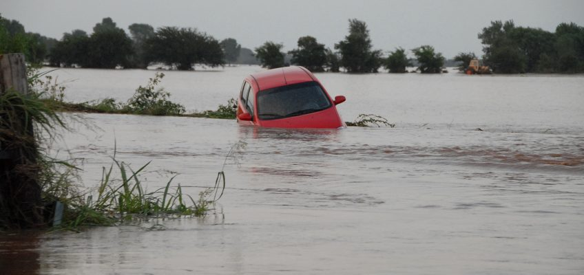 How to Survive When Your Vehicle is Under Water
