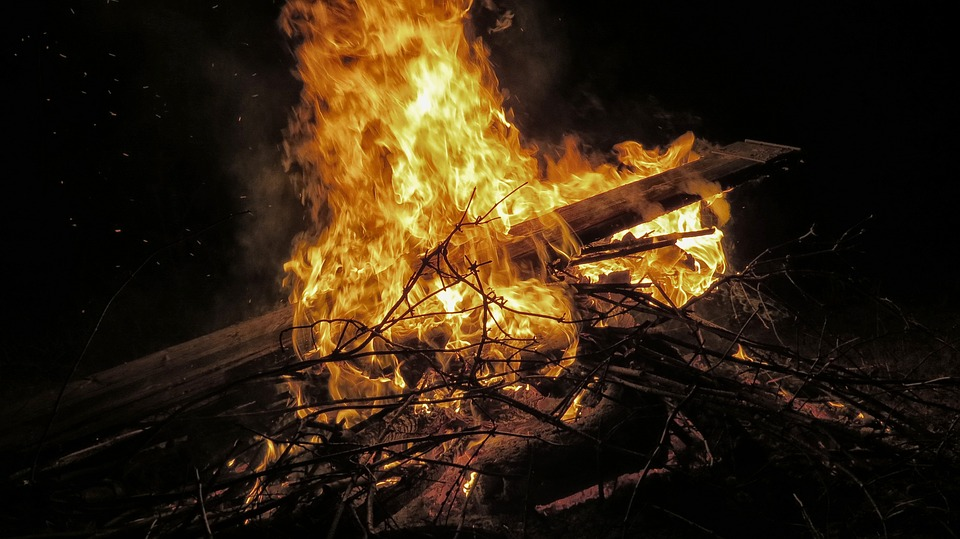 Three Survival Fire Starters You Can Make With Trash