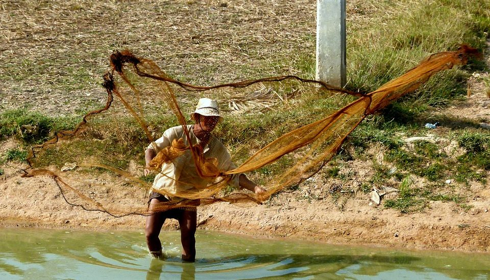 How to Make Your Own Fishing Net (Video)